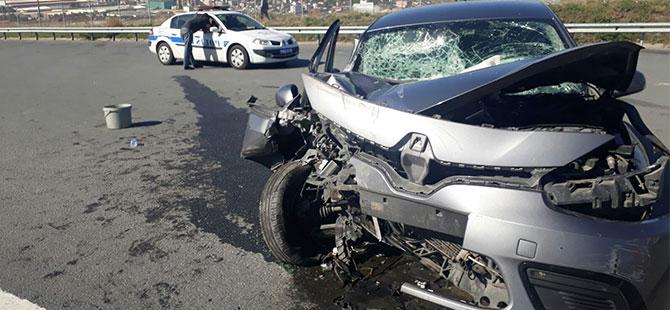 TIR, otomobili biçti! 1 yaralı...