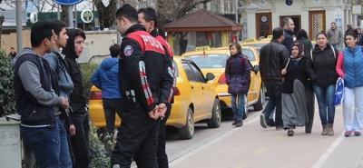 Polis ekipleri, okul önlerinde!