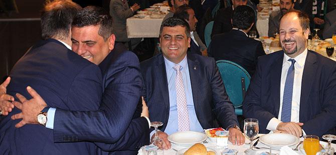 AKP VE CHP İZMİT İLÇE BAŞKANLARI 40 YILLIK ASKER ARKADAŞI GİBİ