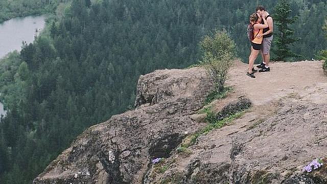 Dağ Başında İlişkiye Giren Çiftin Gizli Çekilen Görüntüleri Binlerce Defa Paylaşıldı