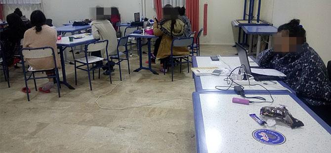 Umuttepe'de öğrenciler battaniye ile ders çalışıyor!